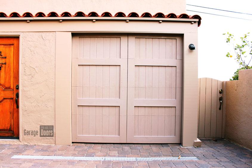 Paint grade custom garage doors garage doors unlimited for Painted garage doors pictures