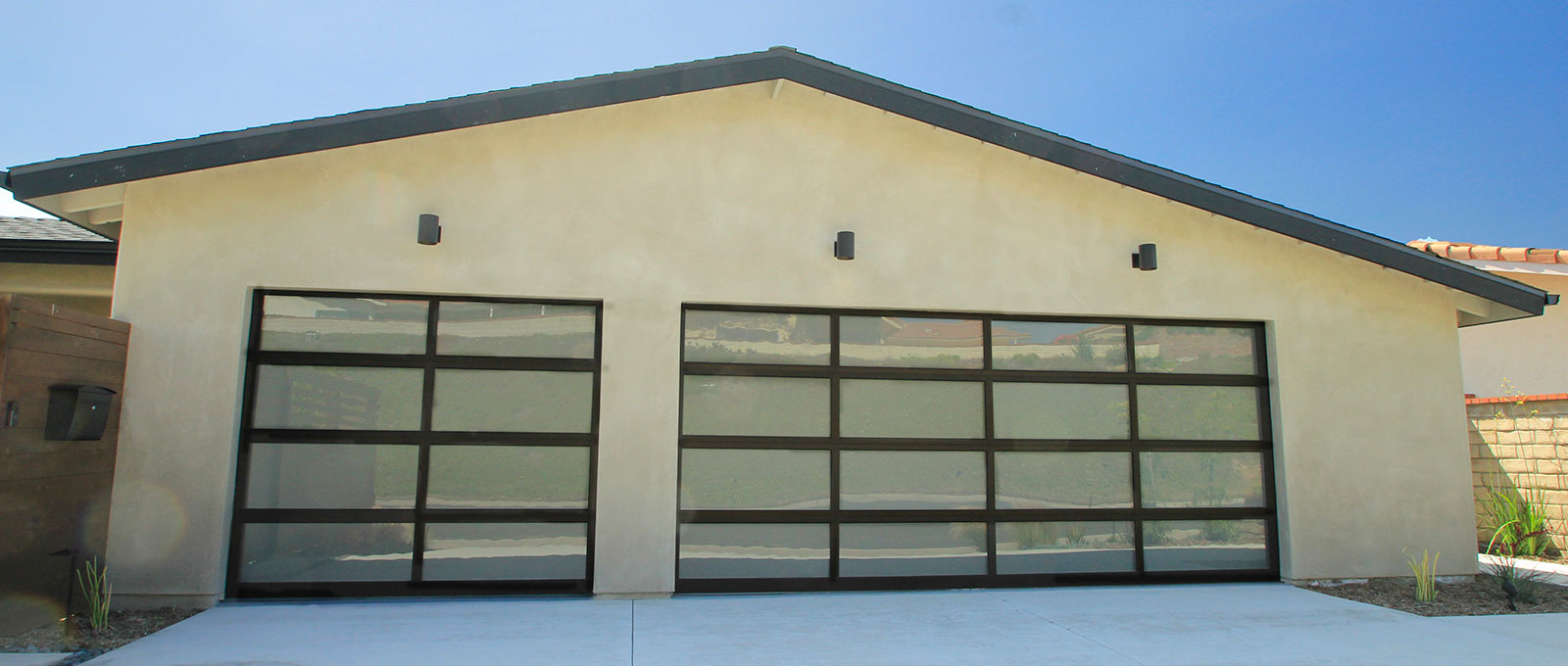 a watch garage aluminum with by glass etogaragedoors door clear passing